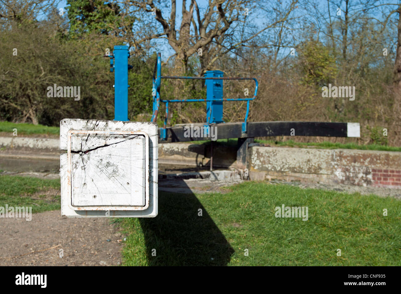 Lock gates at river chelmer end of balance beam over towpath - Stock Image