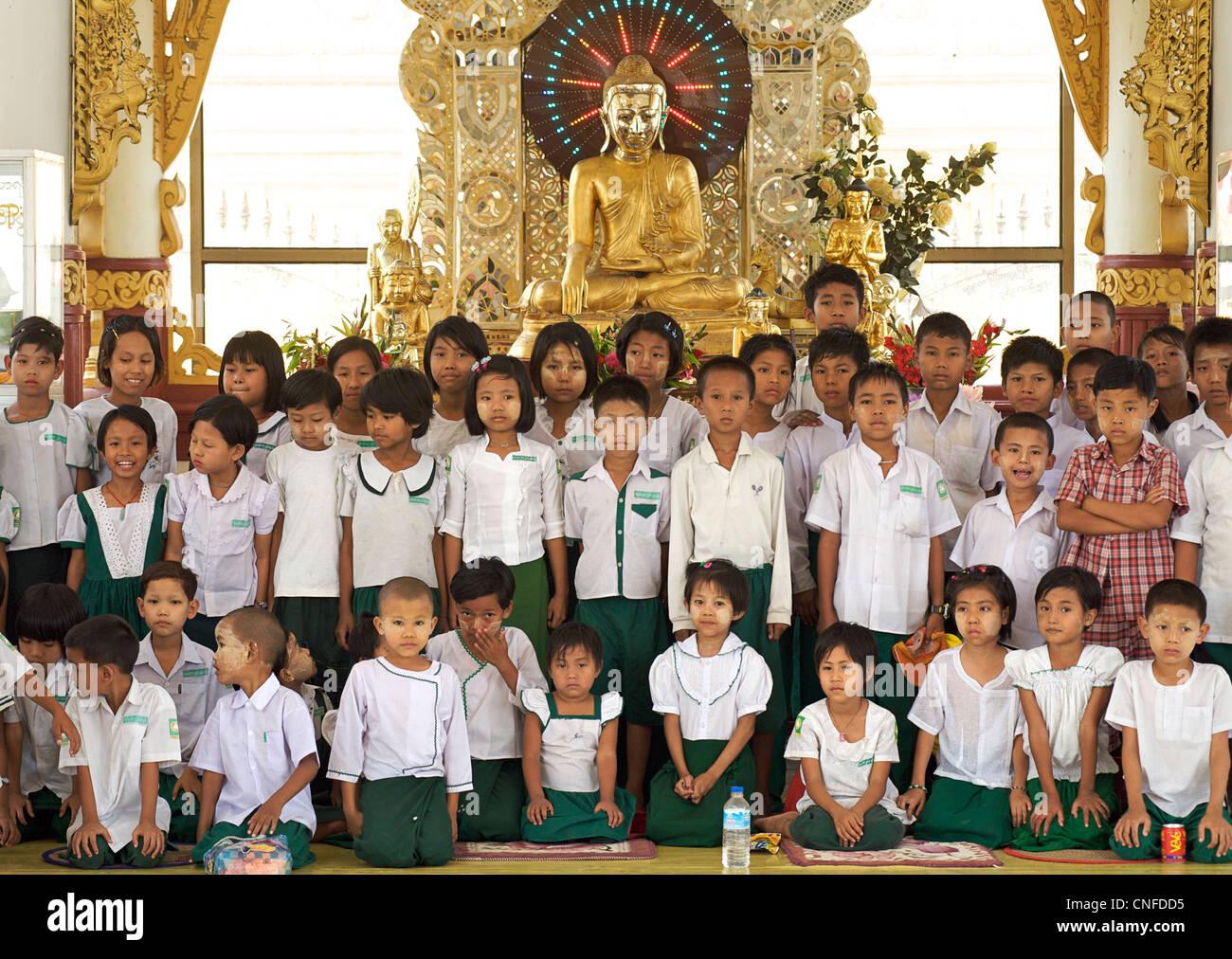 Kuthodaw Pagoda, Mandalay, Burma. Myanmar. Group of schoolchildren - Stock Image
