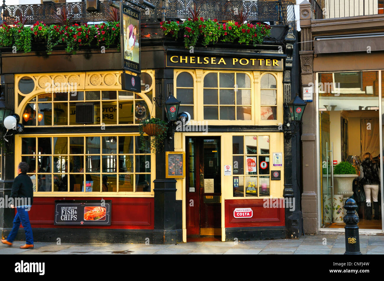 Chelsea Potter pub, King's Road, Chelsea, London, SW3 - Stock Image