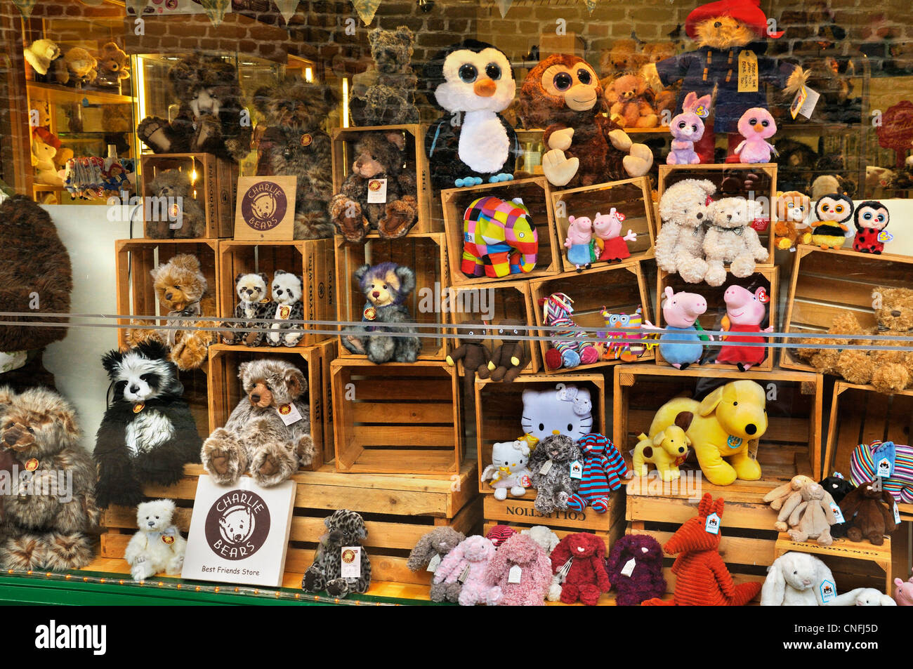 Cuddly toys in shop window display - Stock Image