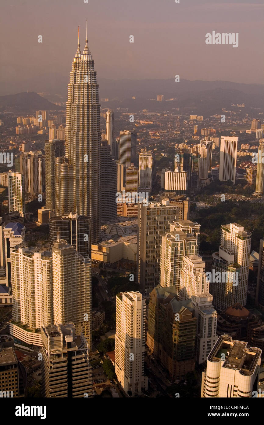 Petronas Twin Towers and KL city centre at sunset - Stock Image