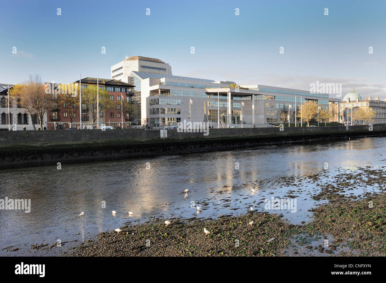 Civic Offices, Wood Quay, Dublin, Ireland at low tide. - Stock Image