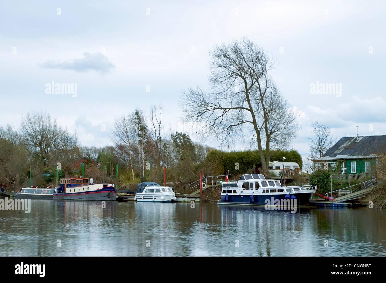 trent river began seeping - HD1300×953