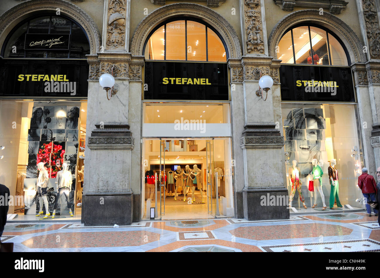Galleria vittorio emanuele ii stock photos galleria for Shop milano