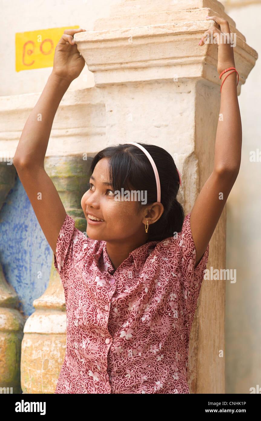 Portrait of a Burmese girl, Shwe Ba Daung, Near Monywa, Burma - Stock Image