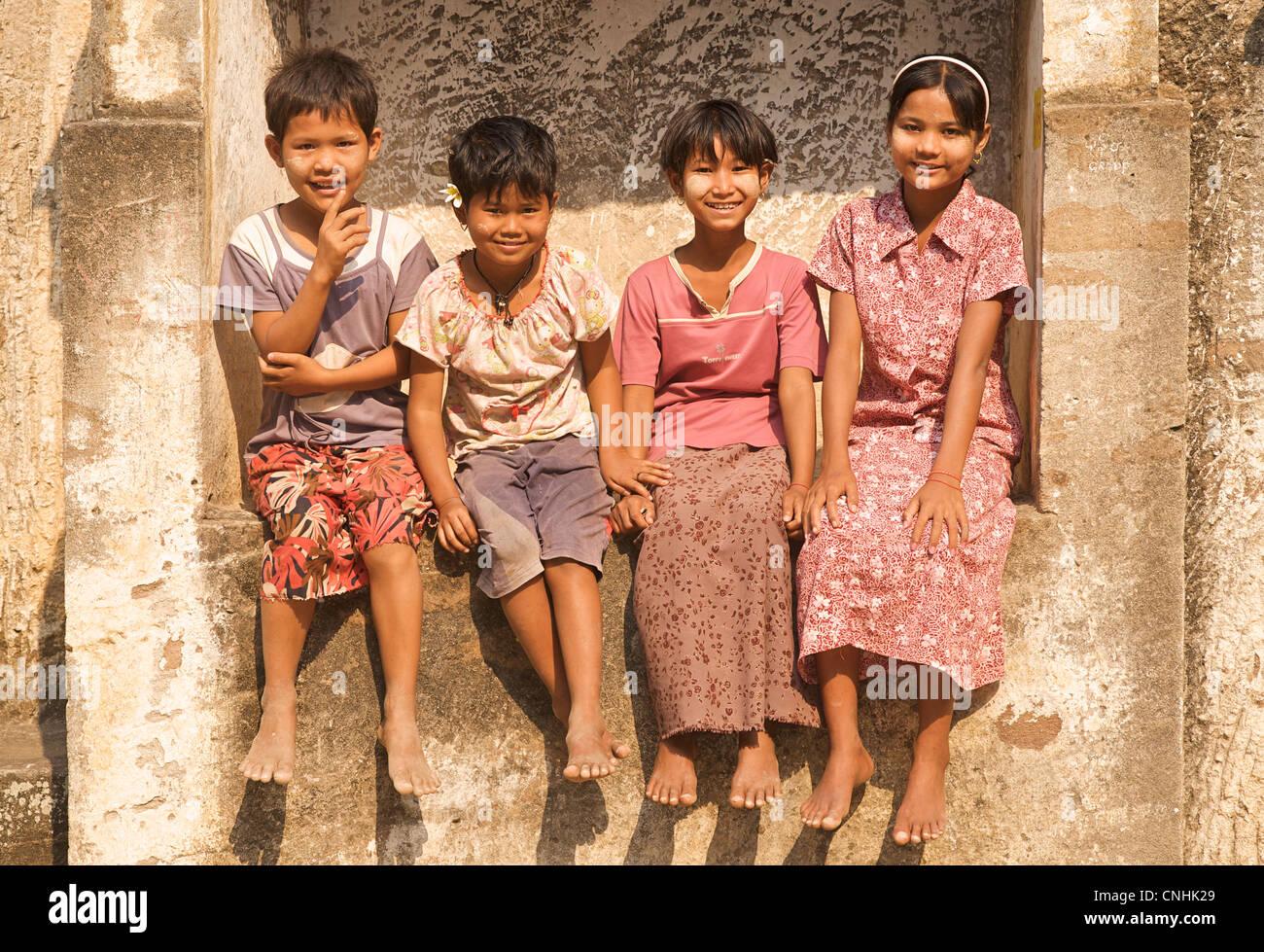 Group portraito f Burmese children at Shwe Ba Daung, Near Monywa, Burma - Stock Image