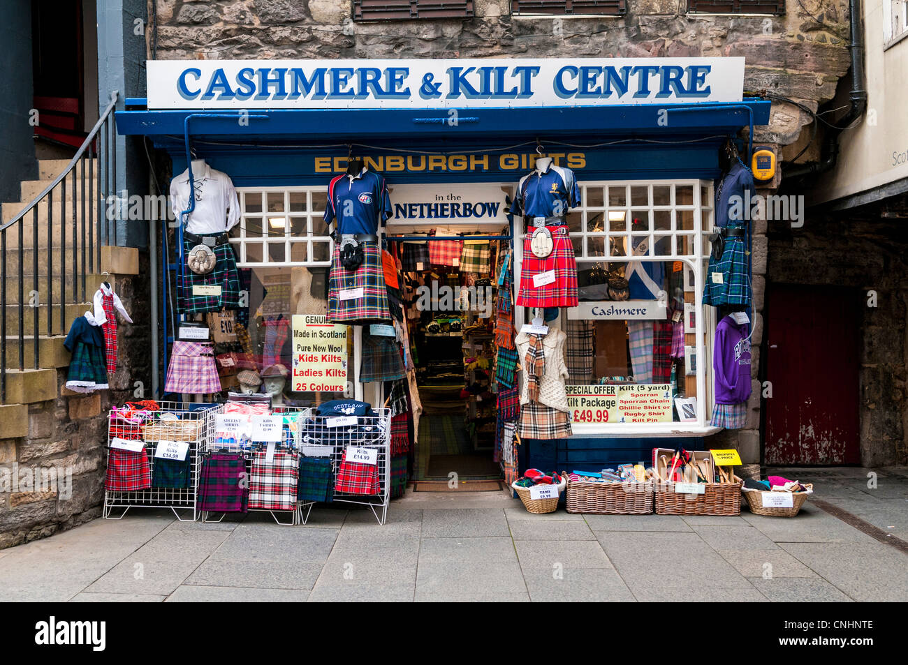 Scottish kilt shop on the Royal Mile, Edinburgh - Stock Image