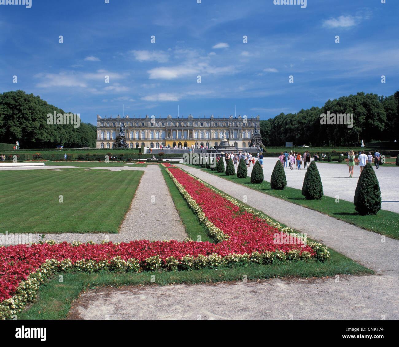 Neues Schloss Herrenchiemsee auf der Herreninsel im Chiemsee in Oberbayern - Stock Image