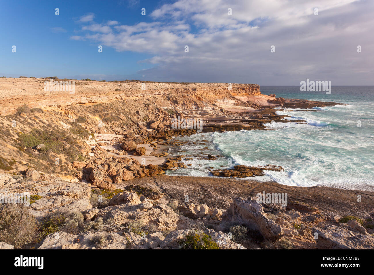 Late afternoon light on the rugged and dramatic cliffs of Coodlie Bay near Venus Bay on the West Coast of the Eyre - Stock Image