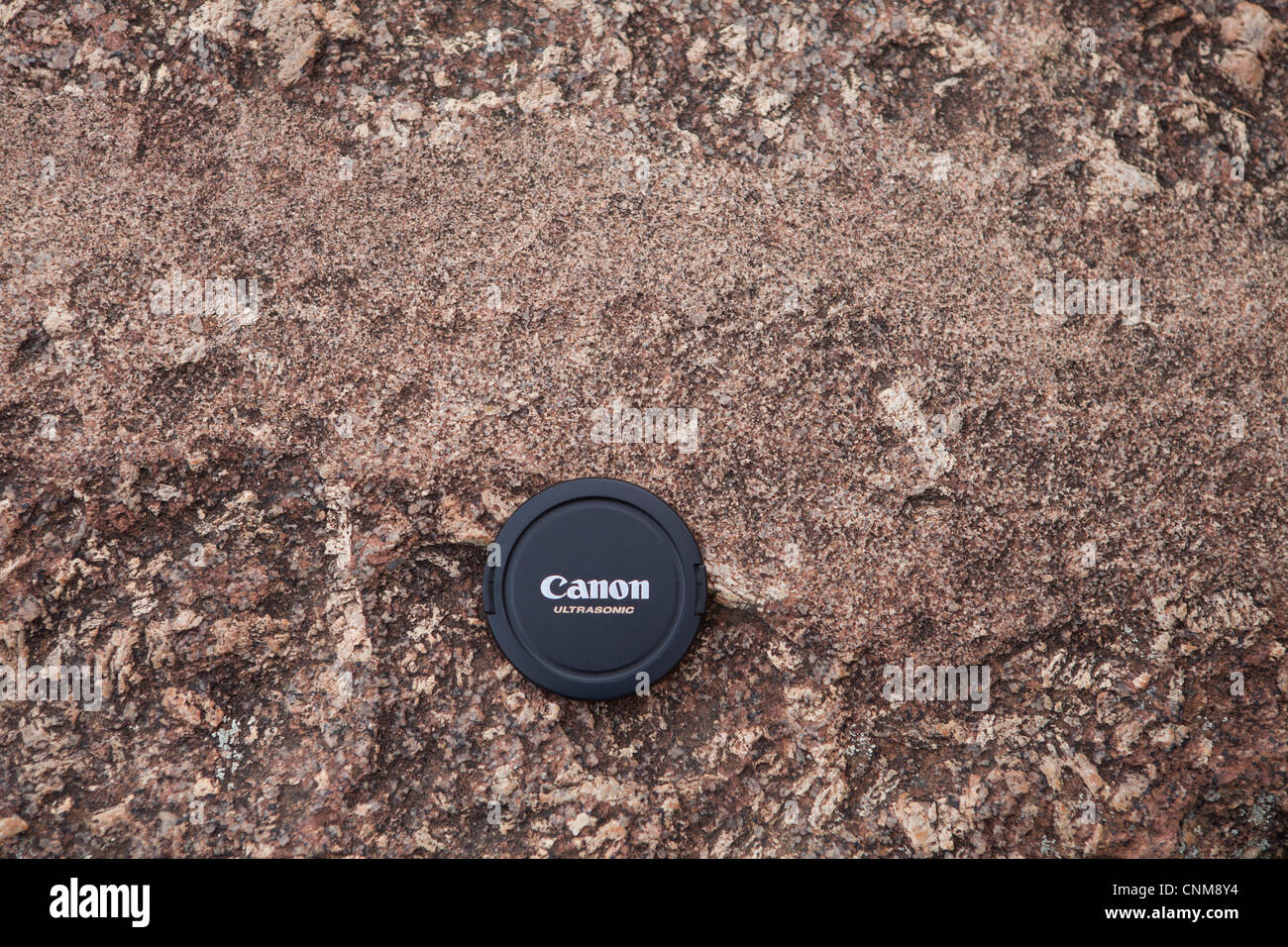 A finer grained granitic material intruding a coarser grained host granite as a dyke at Wave Rock, Hyden, Australia. Stock Photo