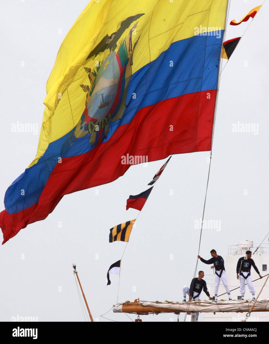Ecuadorian sailors of the Ecuadorian tall ship BAE Guayas man the yardarms as they arrive in New Orleans in conjunction - Stock Image