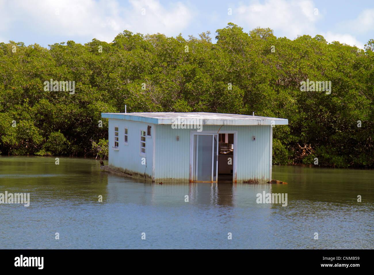 Traveling Houseboat Stock Photos & Traveling Houseboat Stock