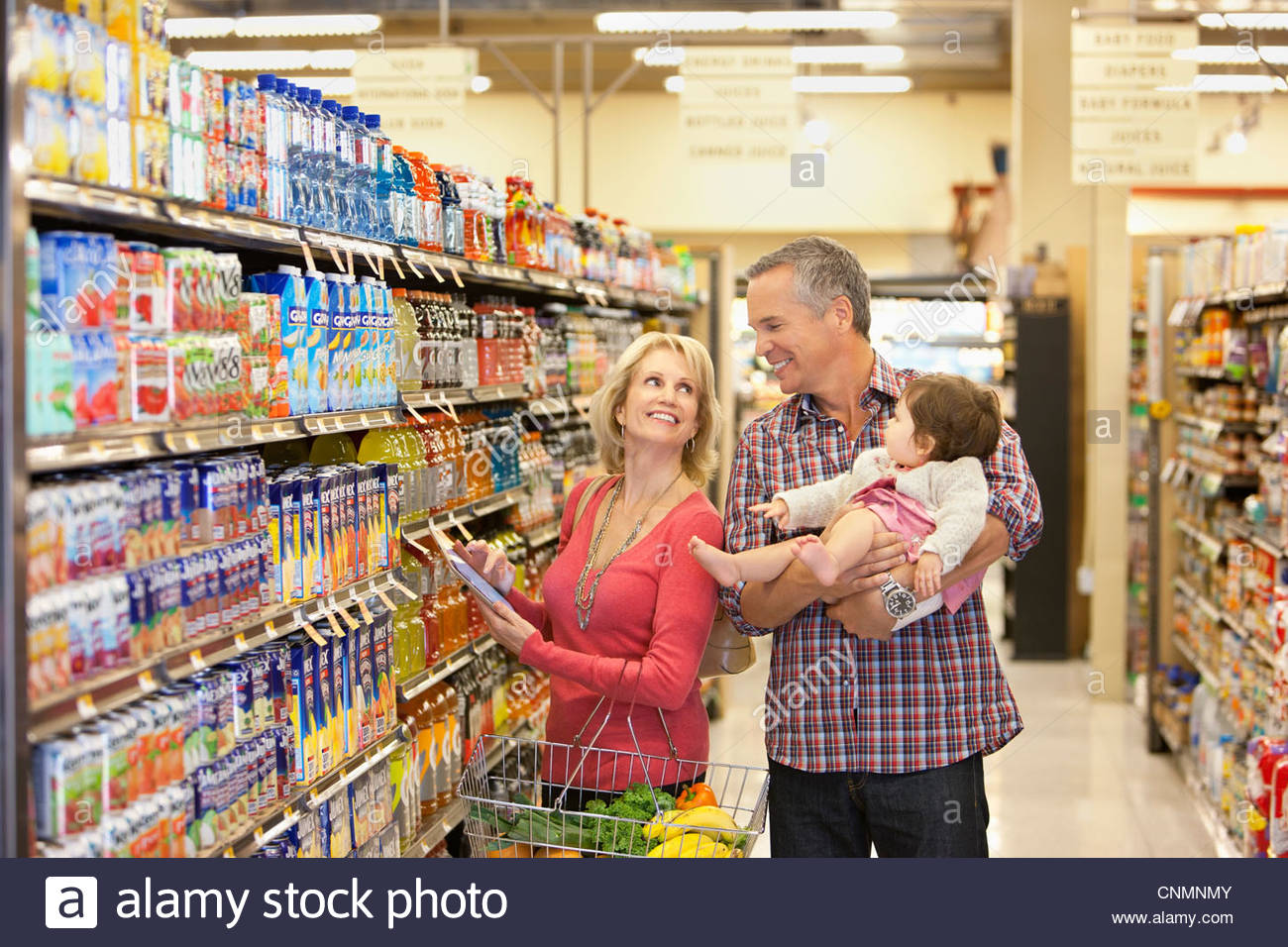 Family shopping for groceries in supermarket - Stock Image