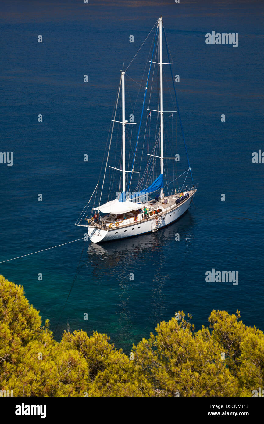 Viola, a 75 ft ketch operated by Scorpios Sailing at anchor in the bay at Asos, Kephalonia - Stock Image