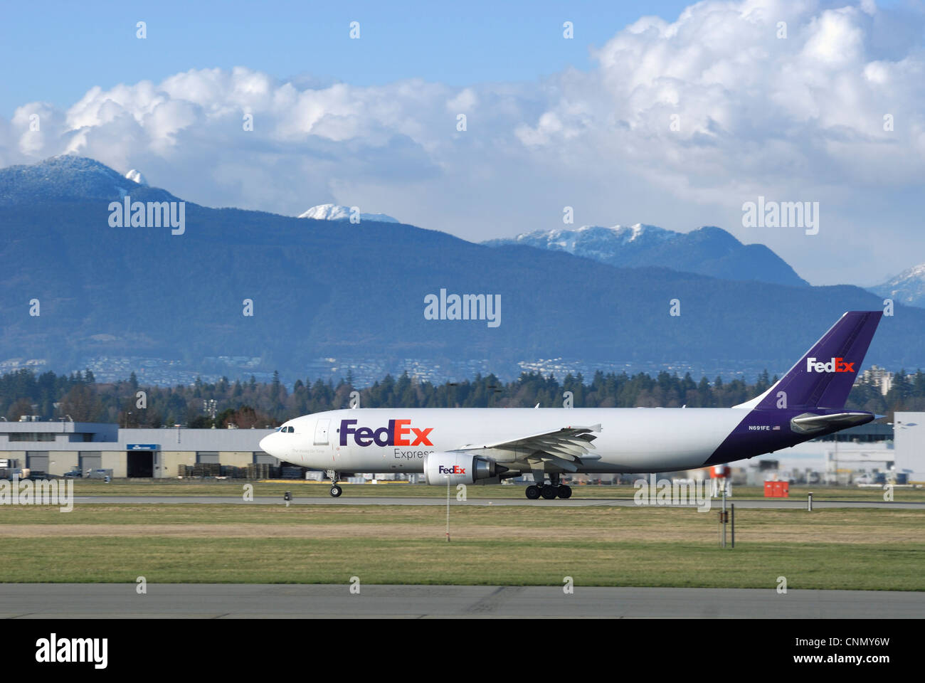 FedEx  N691FE Airbus A300 (F4-605R) Cargo Plane taxiing down the runway at the Vancouver International airport. - Stock Image