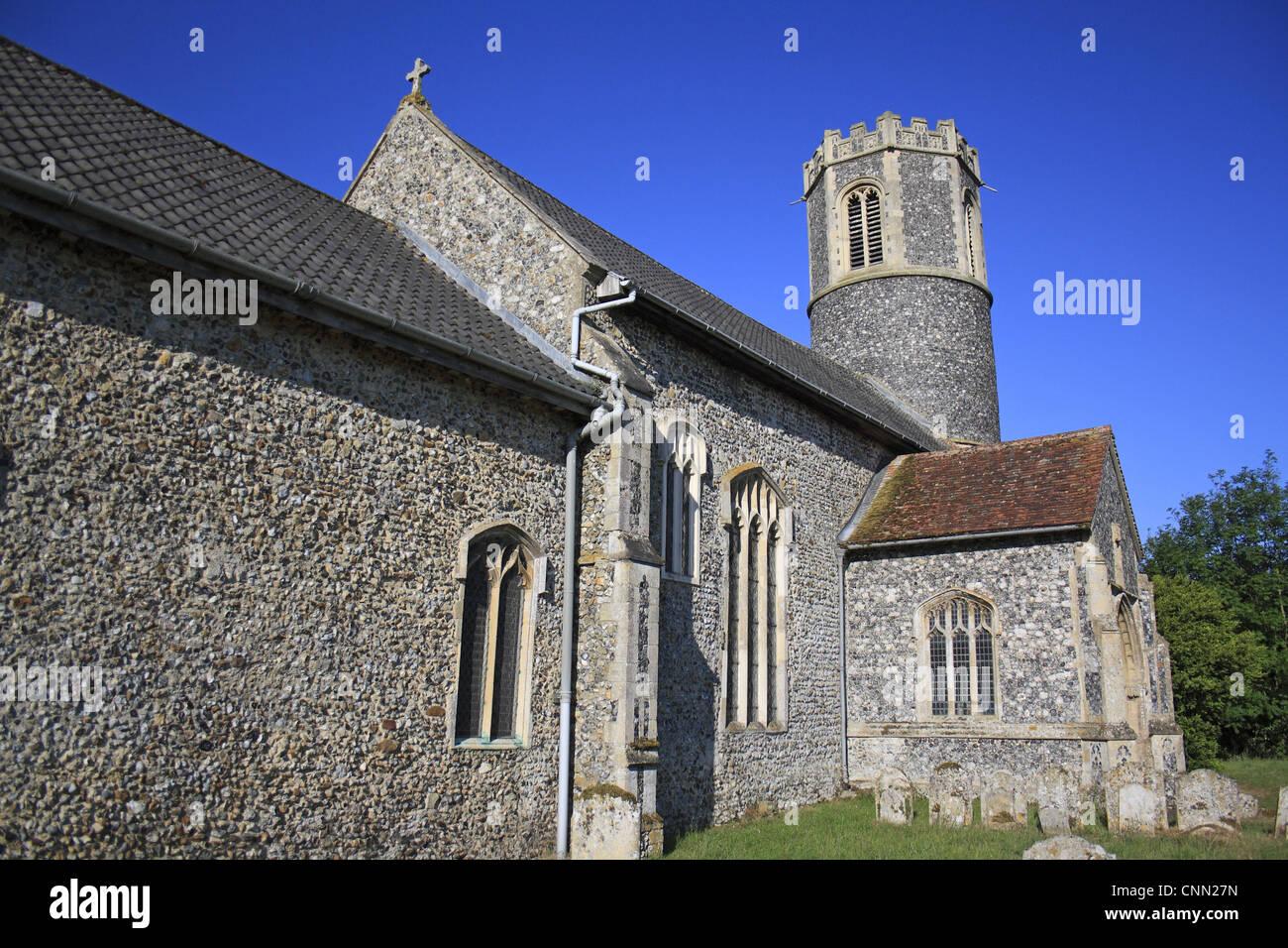 Village church with 15th Century round-tower, St. Remigius Church, Roydon, Upper Waveney Valley, Norfolk, England, - Stock Image