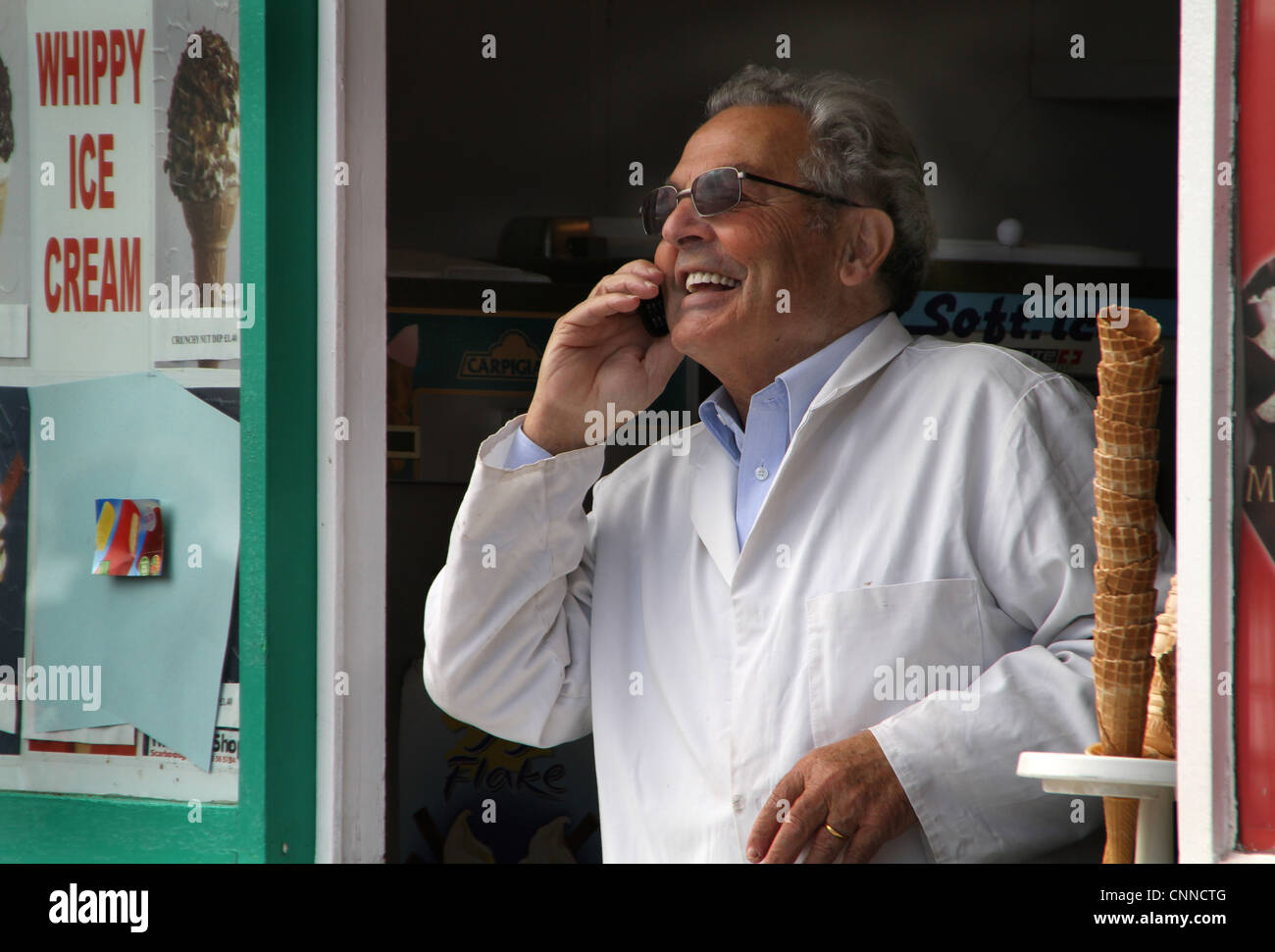a0537cc98a8 Man in ice cream shop using mobile phone Stock Photo  47799600 - Alamy
