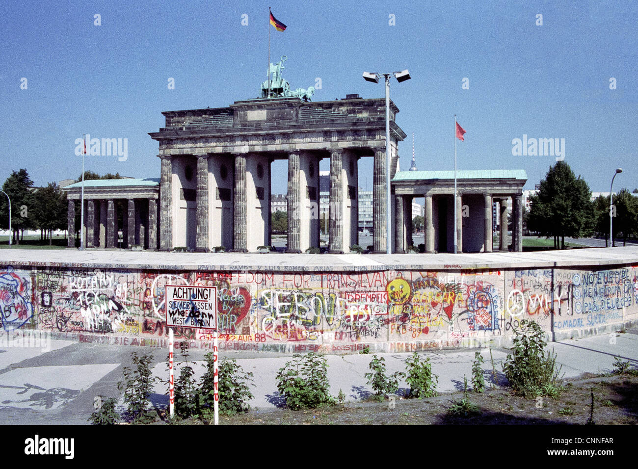 The Berlin Wall at the Brandenburg Gate in 1989 - Stock Image