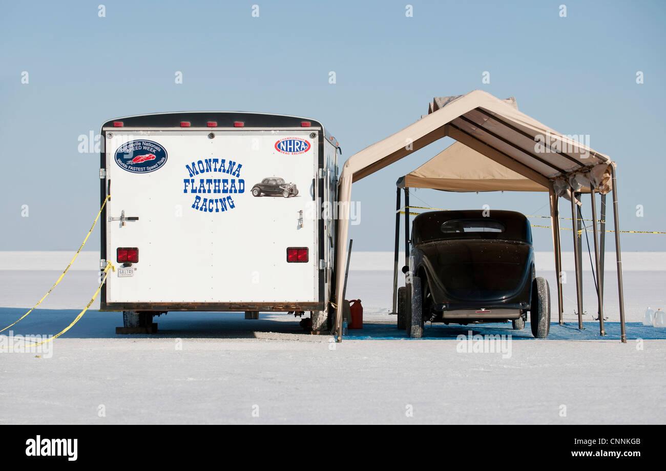 vintage car under awning at Bonneville Salt Flats with trailer - Stock Image