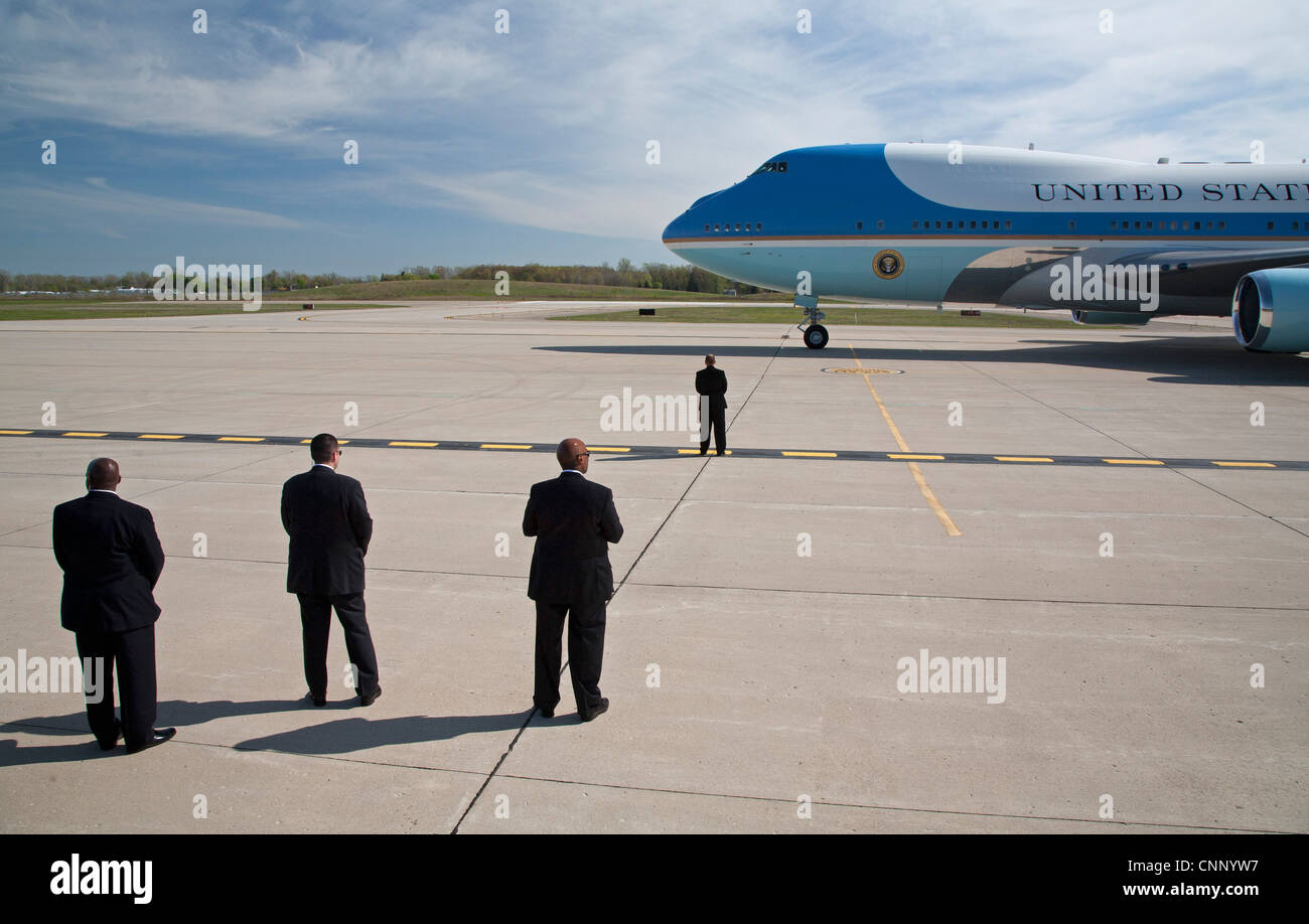 Detroit, Michigan - Security personnel stand watch as President Barack Obama arrives at Detroit Metro Airport on - Stock Image