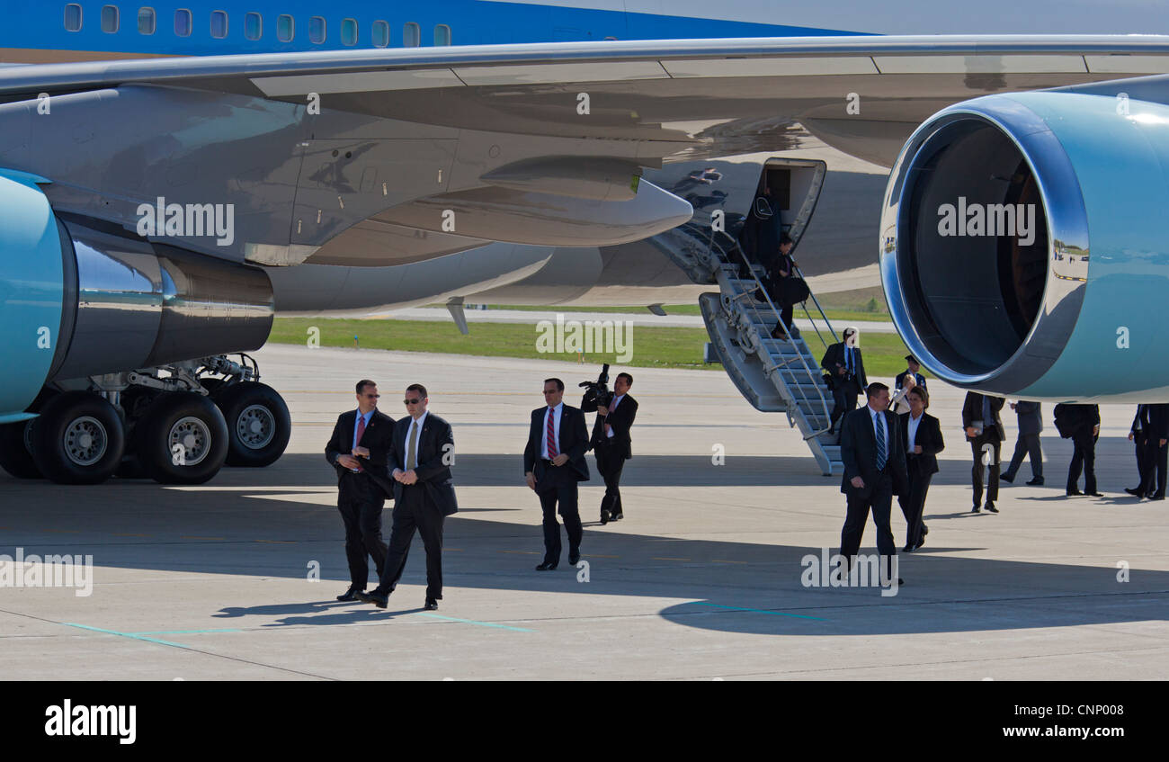Detroit, Michigan - Men in black emerge from the rear entrance of Air Force 1 after its arrival at Detroit Metro - Stock Image