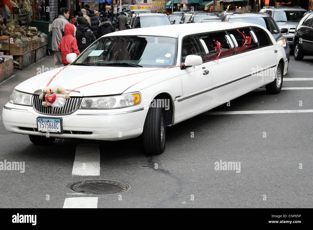 Wedding Lincoln Limousine In New York City Usa Stock Photo