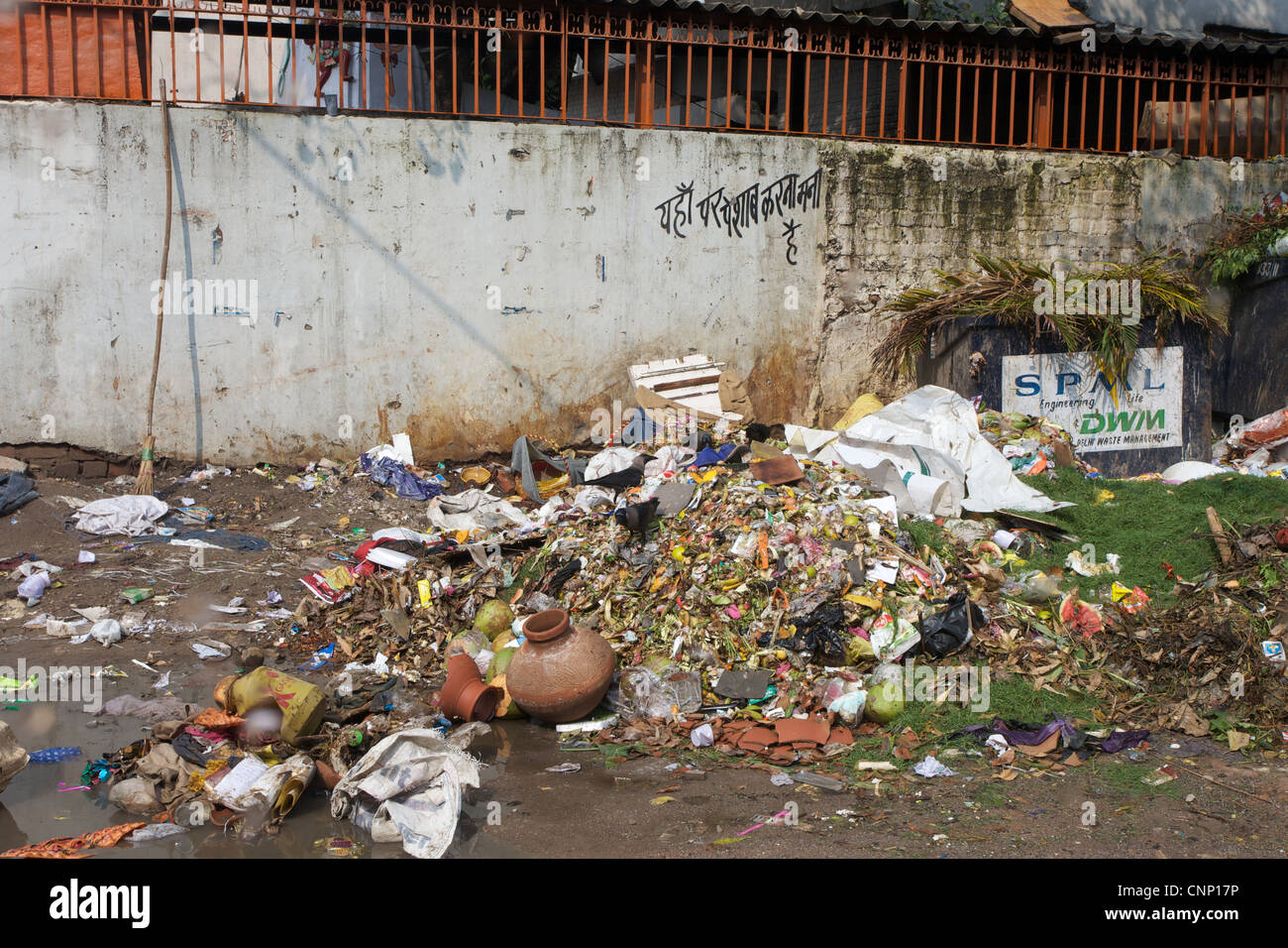 Rubbish piled up on the streets of New Delhi, India. - Stock Image