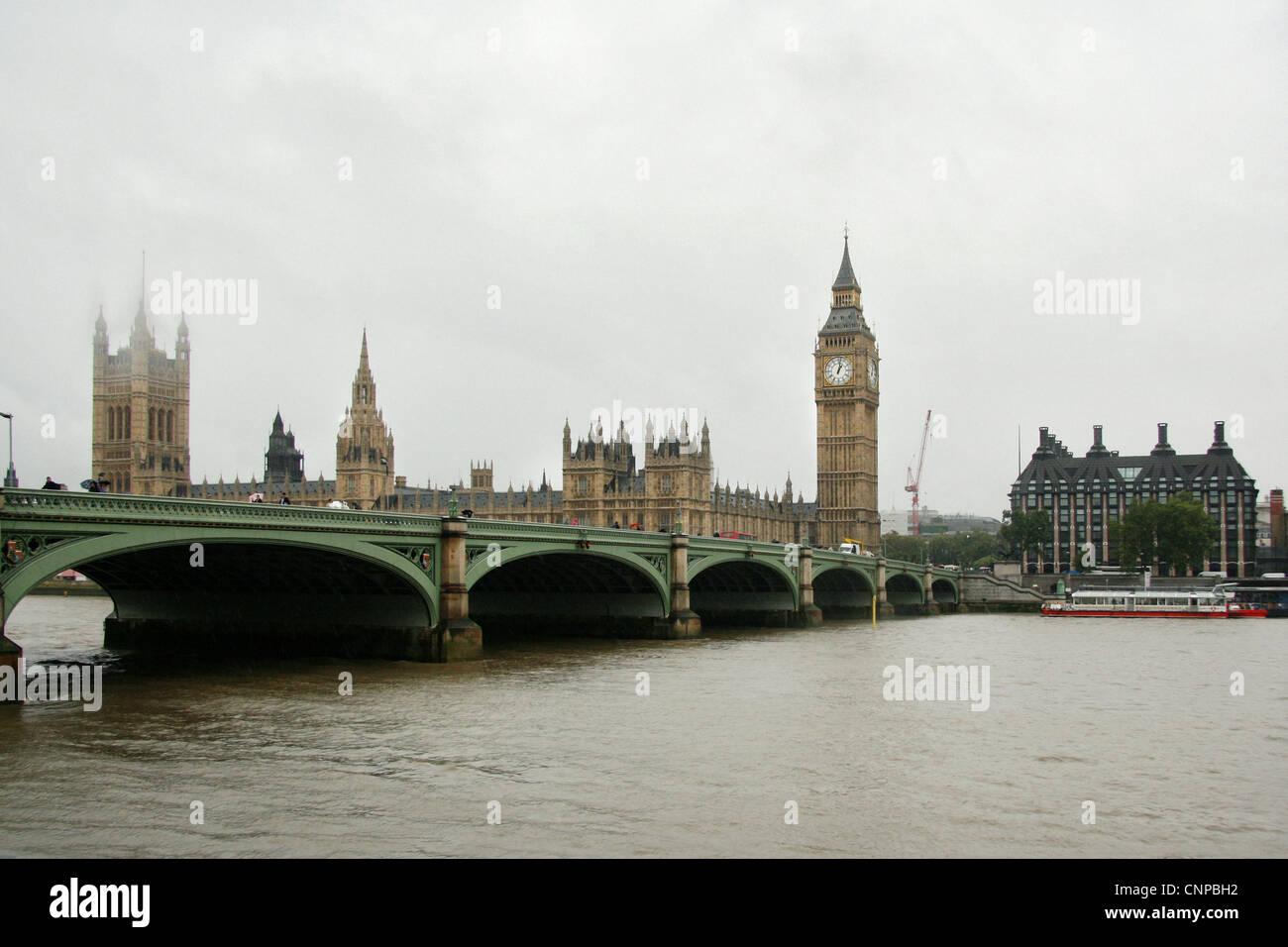 An ordinary hazy day in London, England, UK. - Stock Image