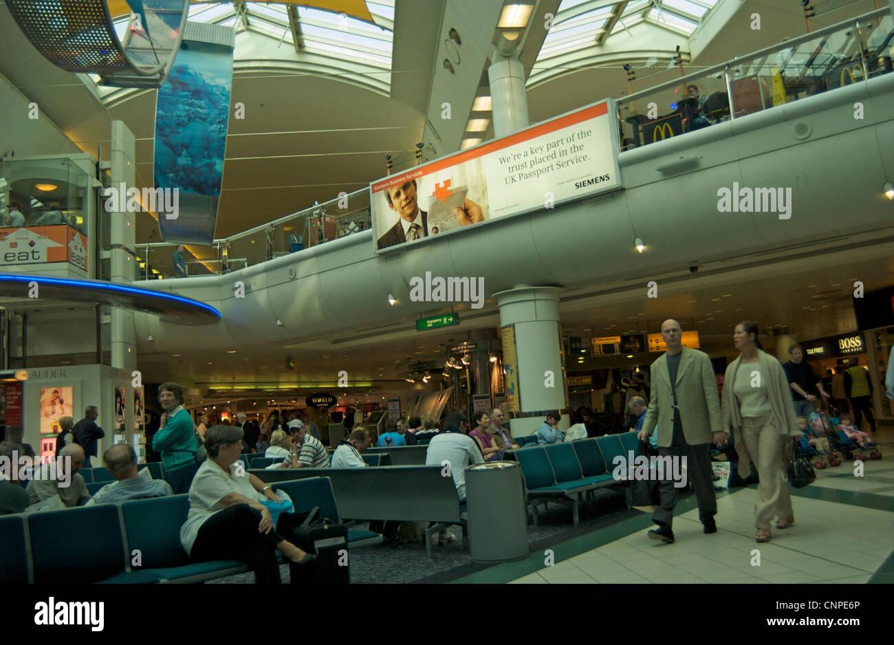 Gatwick airport departure lounge stock photos gatwick airport departure lounge stock images - Bureau de change crawley ...