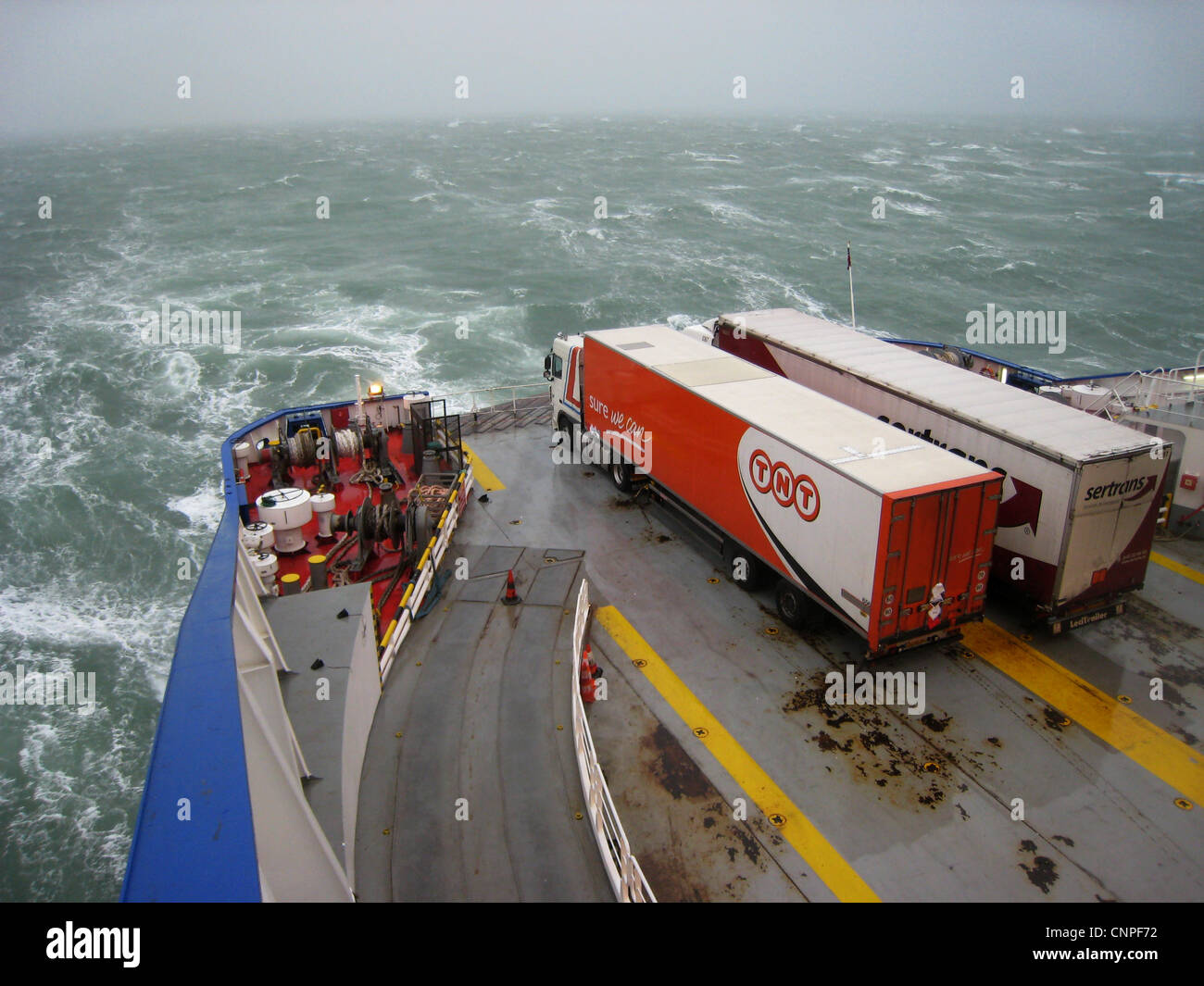 rough Channel crossing between Dunkerque and Dover - Stock Image