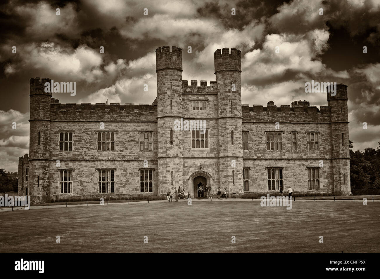 [Leeds Castle] castle grass portcullis - Stock Image