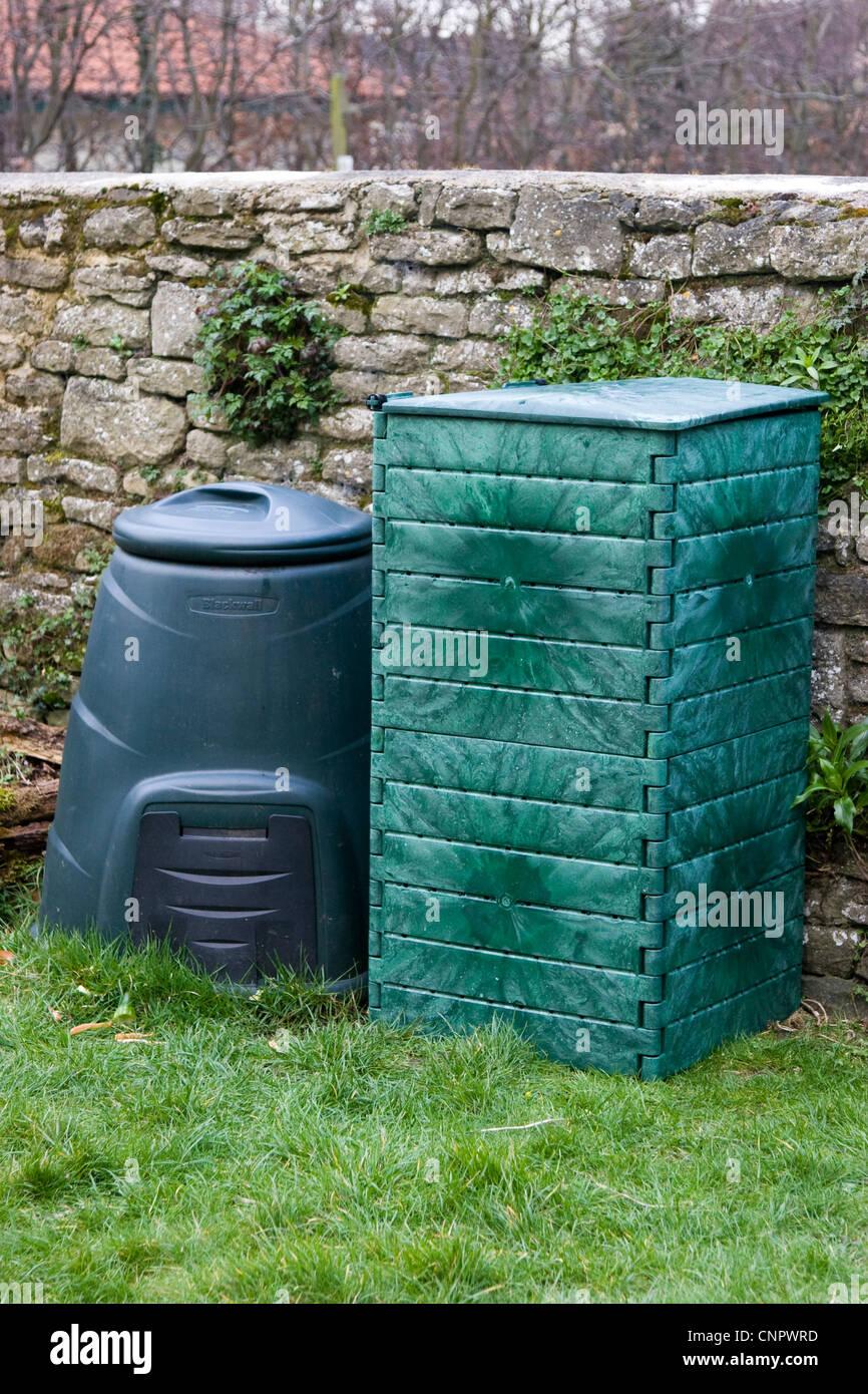Compost Bin In Garden Composting Stock Photos & Compost Bin In ...