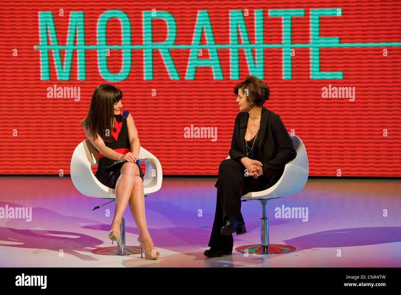 """Telecast """"Quelli che il calcio"""". RAI 2. Milan 2012. Victoria Cabello and Laura Morante Stock Photo"""