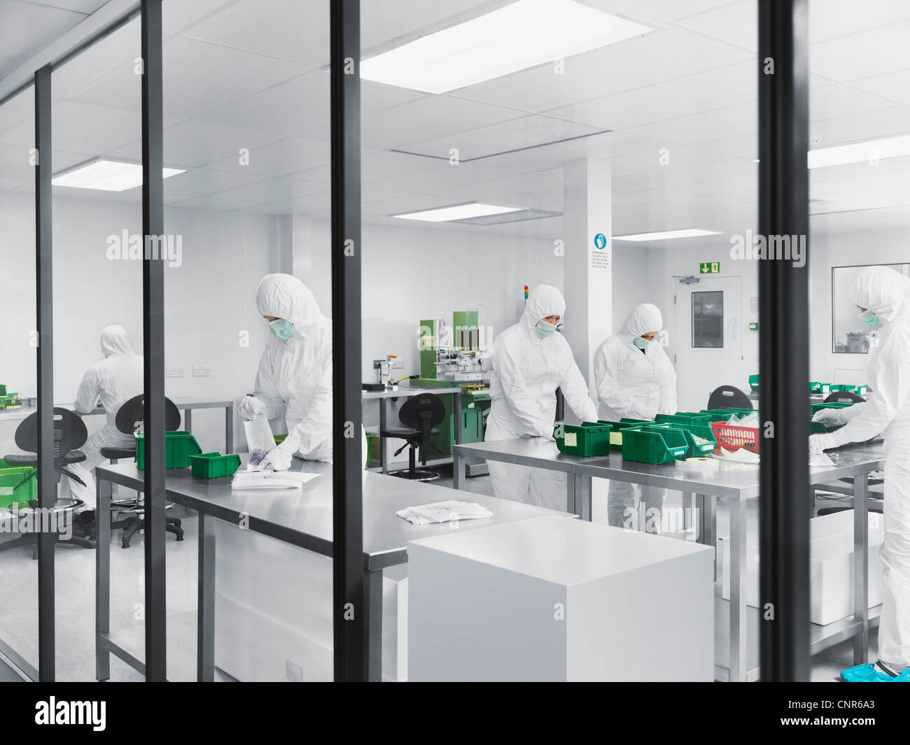Scientists working in lab - Stock Image