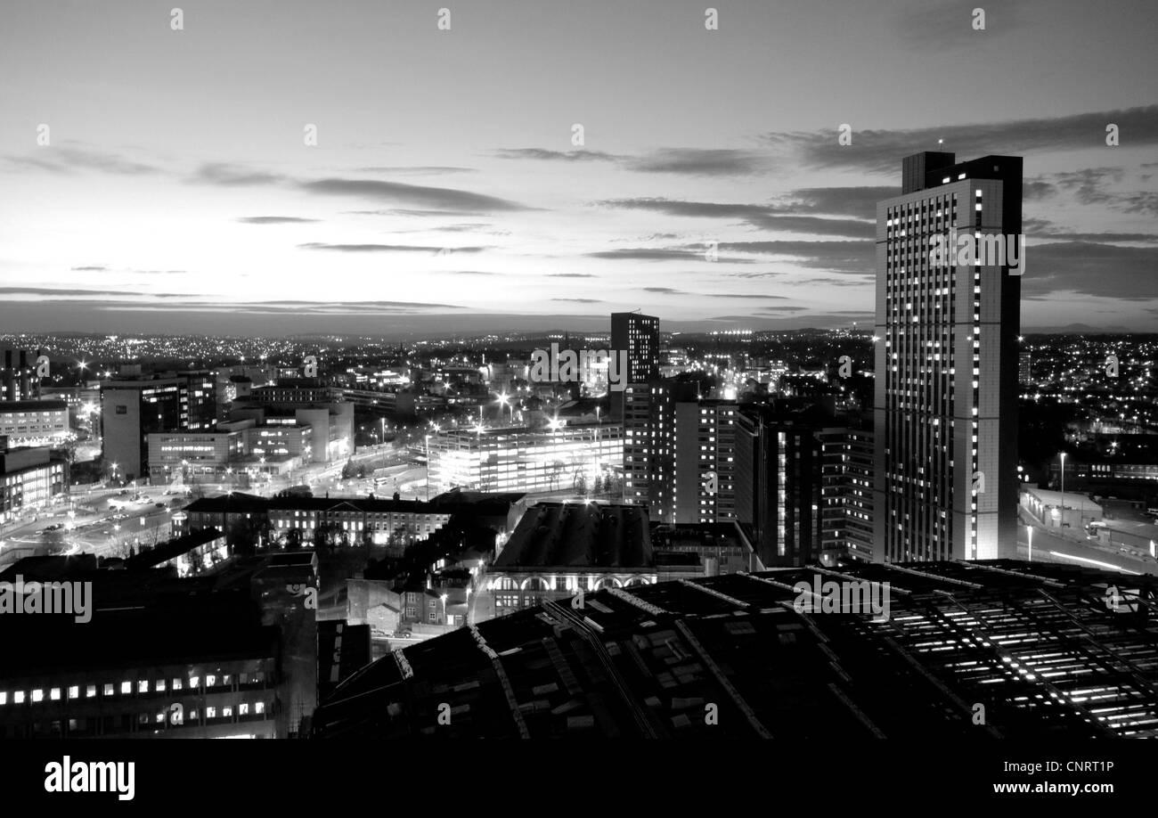 Leeds skyline at night - Stock Image
