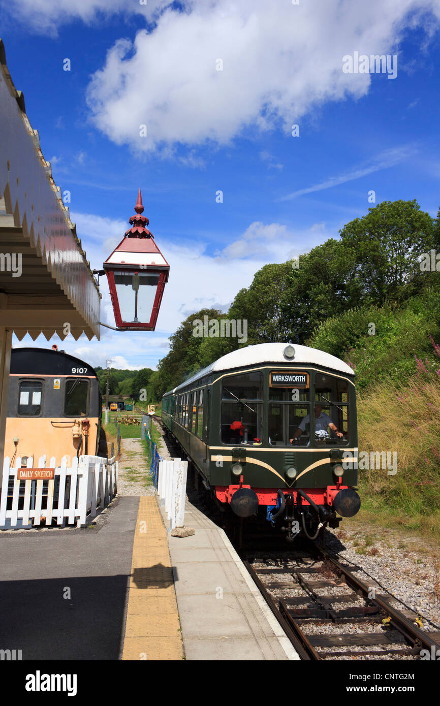 An Heritage train comes into the Wirksworth Railway Station in Derby, UK. - Stock Image