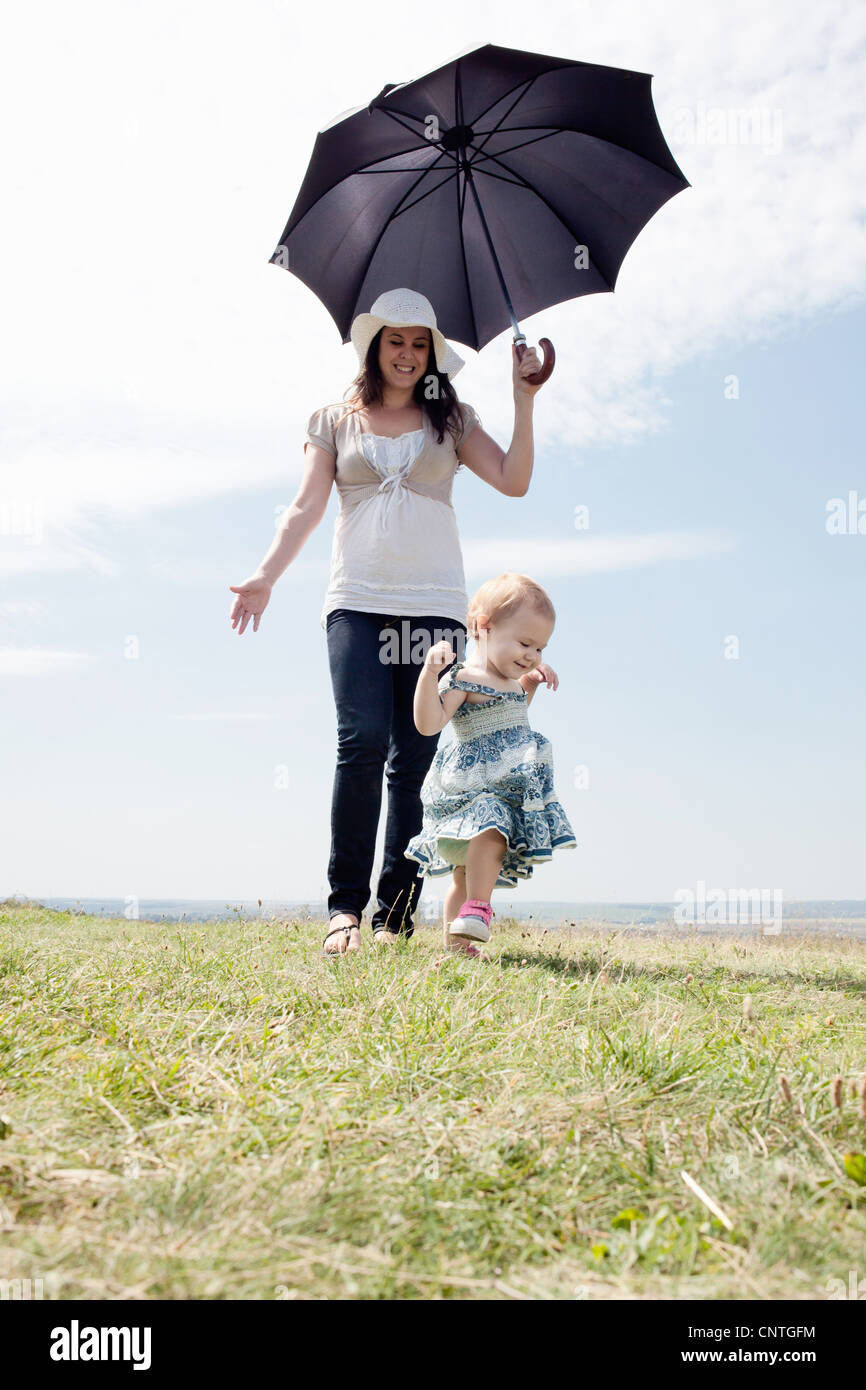 Woman with daughter and umbrella - Stock Image