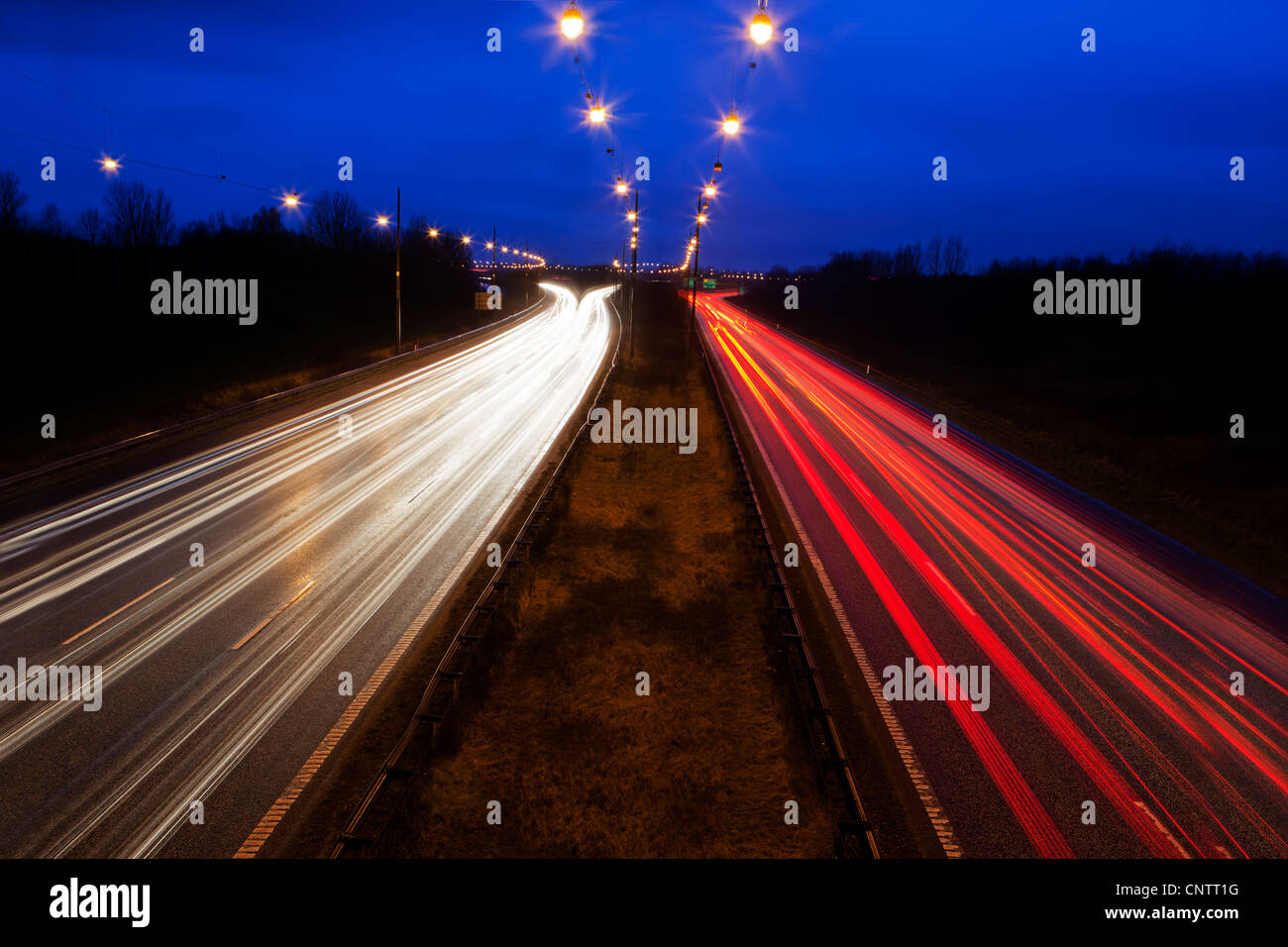 Time-lapse view of traffic at night - Stock Image