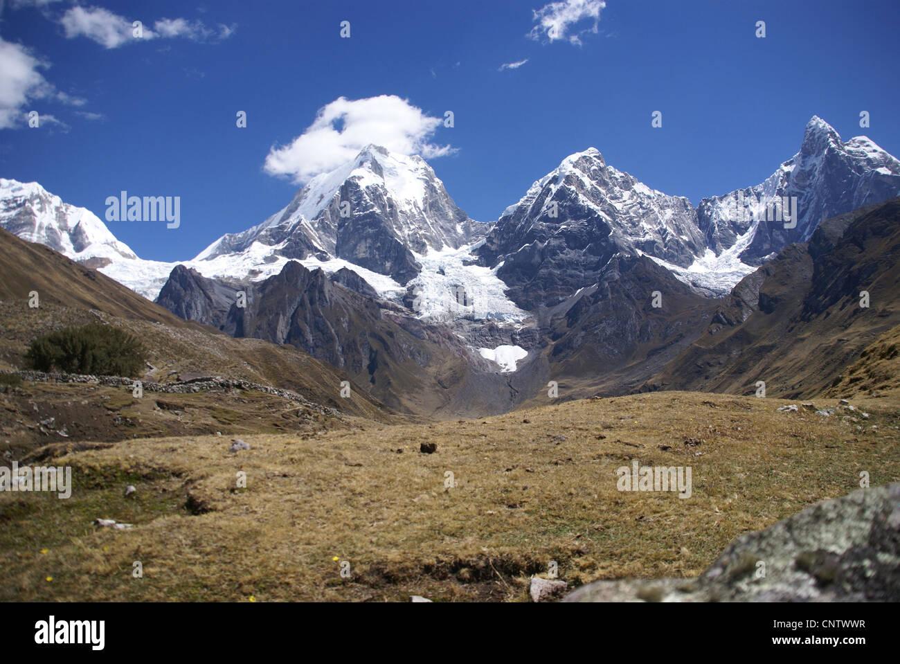 Cordillera Huayhuash, Siula and Yerupaja and lake, Peru, South America - Stock Image