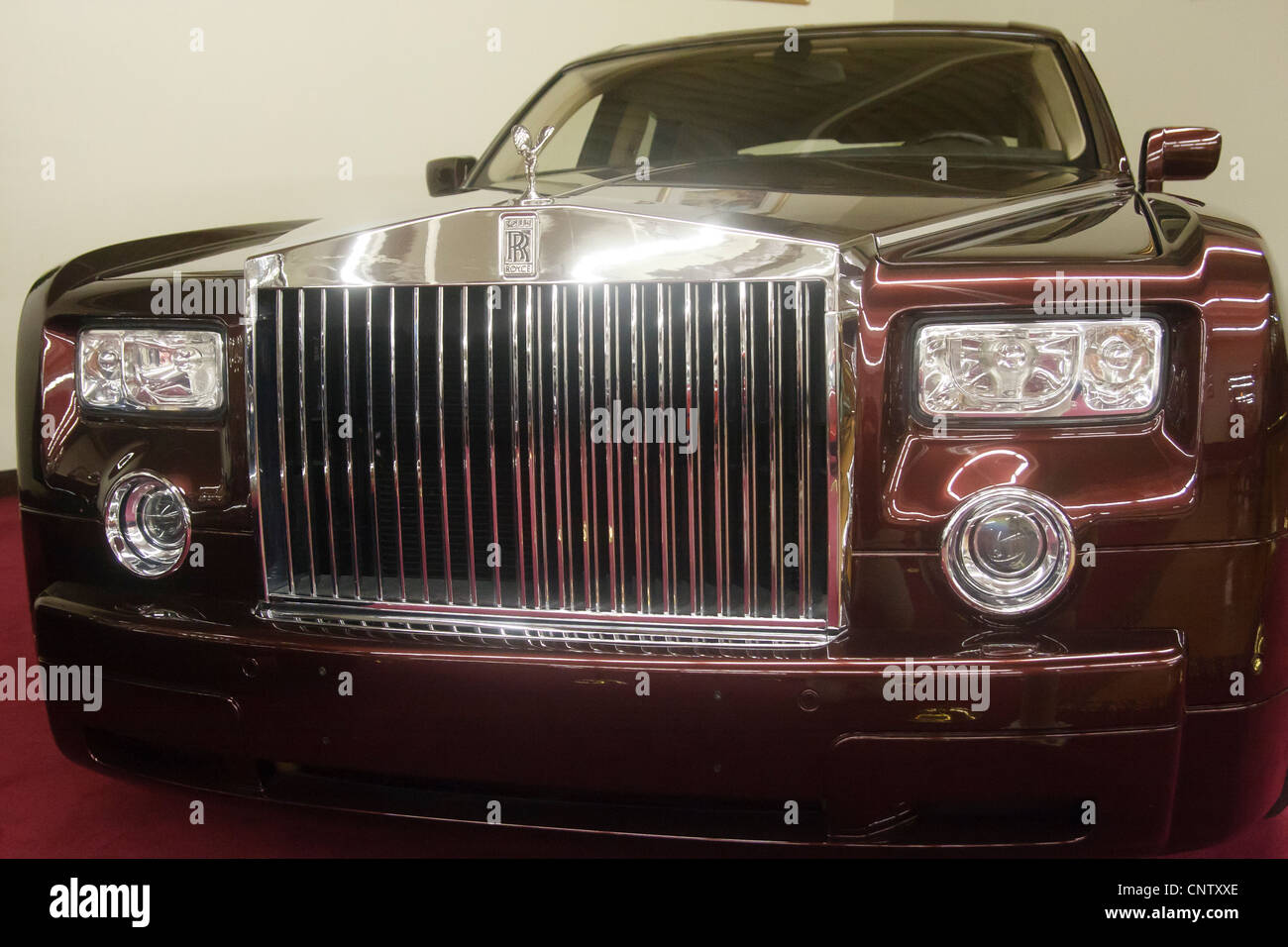 Rolls Royce Front Grill Stock Photos & Rolls Royce Front ...