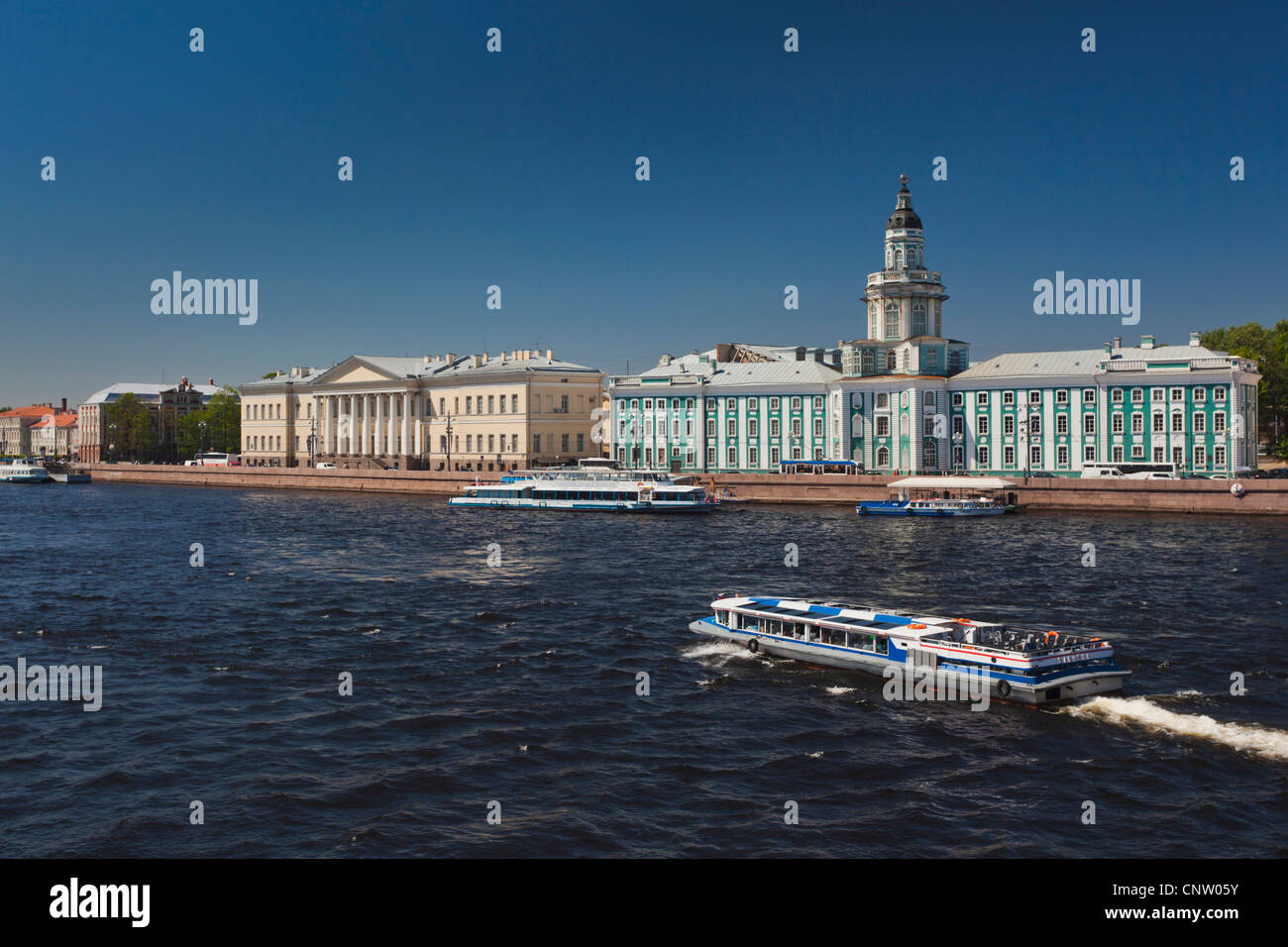 Russia, Saint Petersburg, Center, Kunstkamera Museum with Neva River tour boat - Stock Image