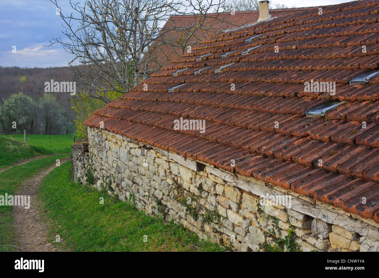 Stone barn in southern France in the Vallée du Lot. - Stock Image