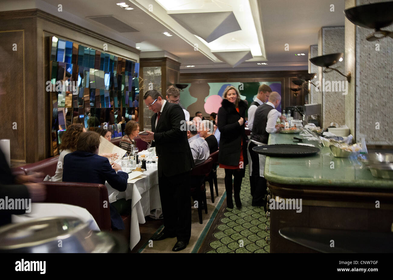 Europe England London, the James Bond's places, the Scotts fish restaurant in Mount street - Stock Image