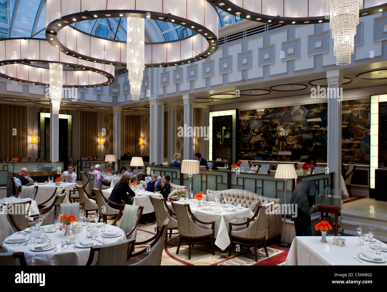 Europe England London, the afternoon tea hall of the Lanesborough hotel in Hide Park corner - Stock Image