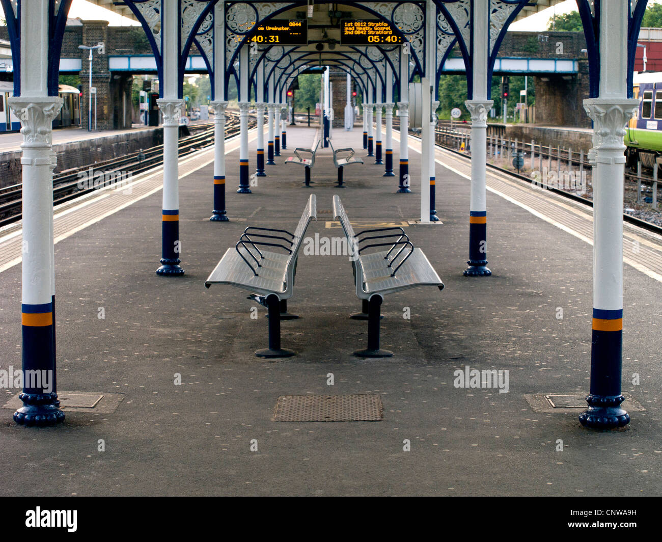UK, London, Richmond Upon Thames Rail Station - Empty platform a quiet moment before the morning rush - Stock Image