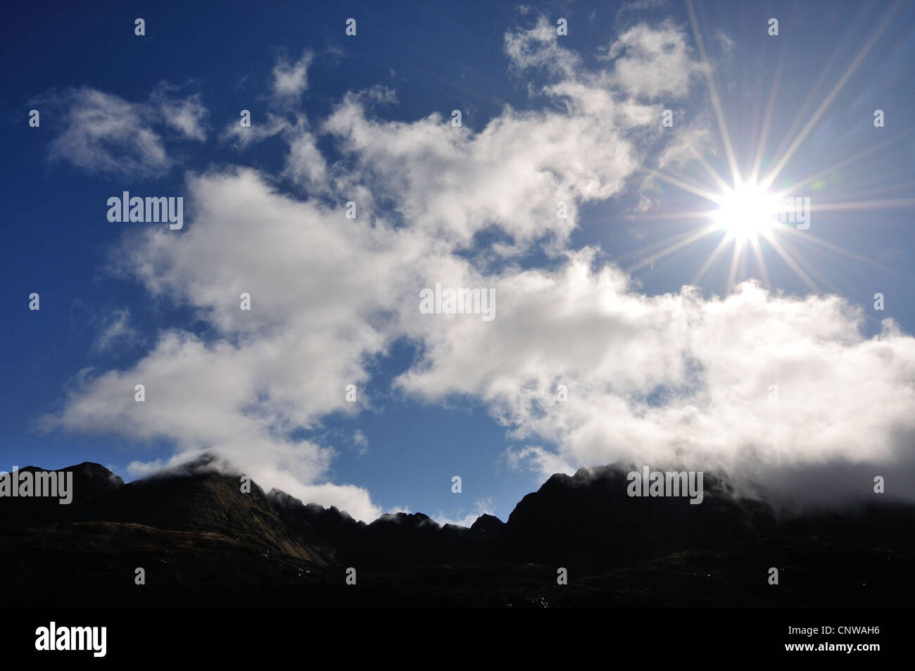Starburst over the Pinnacle Ridge of Liathach, Torridon, Wester Ross, Scottish Highlands, Scotland - Stock Image