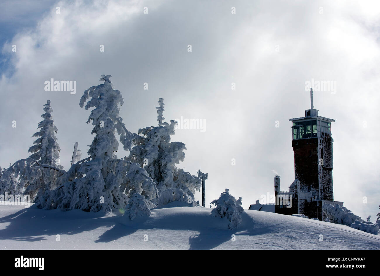 house with look-out in a snow covered landscape at the Schwarzwaldhochstrasse, Germany, Baden-Wuerttemberg, Black - Stock Image