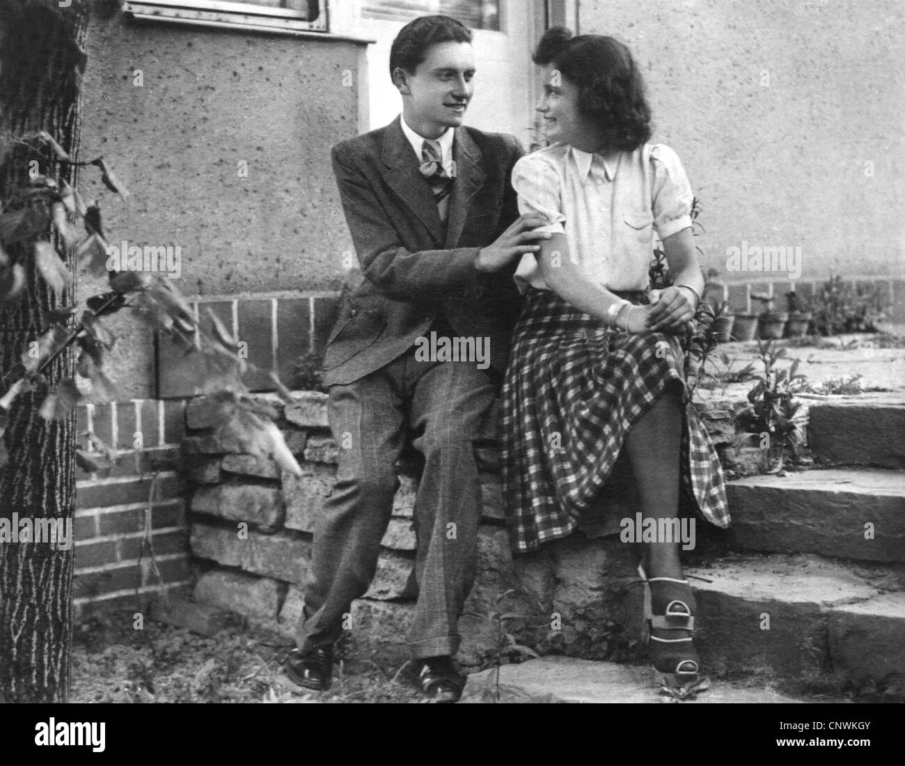 people, couple, young couple on steps, 1930s, Additional-Rights-Clearences-NA - Stock Image