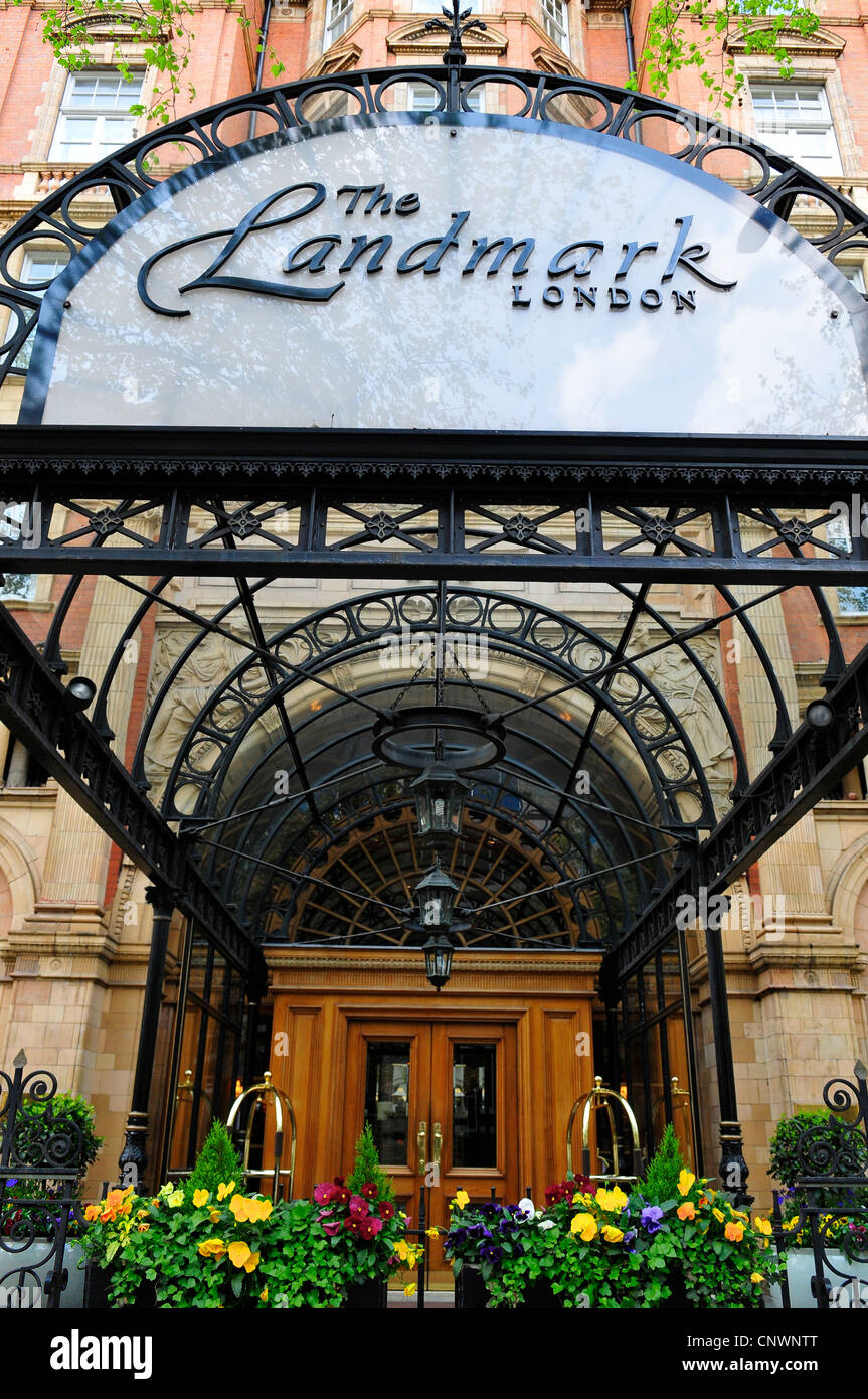 Entrance to The Landmark Hotel, Marylebone Road, London, England, UK - Stock Image