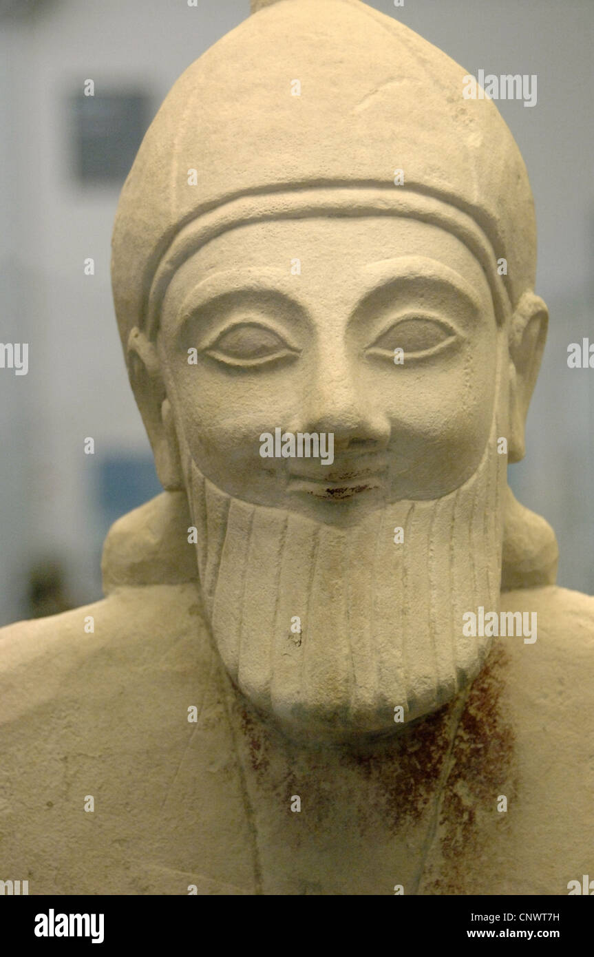 Limestone statue of a bearded workshipper. 575-550 BC. From the Sanctuary of Apollo at Phrangissa, Tamassos (Cyprus). - Stock Image